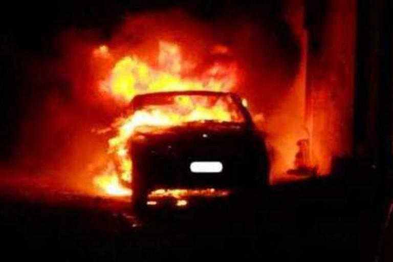 Auto incendiata_immagine di repertorio
