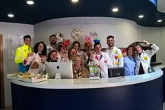 Verso la Pasqua.  I clown della Misericordia di Orta Nova dispensano uova e sorrisi negli ospedali di Cerignola e San Giovanni.
