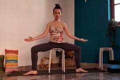 Alessandra Leone: Pratica yoga per il tratto dell'osso sacro