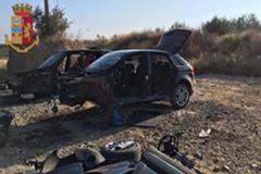 Rinvenute dalla Polizia di Stato auto rubate e e componenti di auto rubate