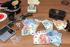 Detenzione di droga, ricettazione, riciclaggio, resistenza a pubblico ufficiale. Cinque arresti