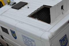 Rapina alle Poste di via Corsica: commando assalta un portavalori