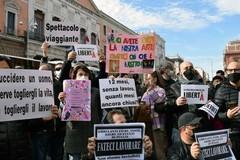 Artisti e ristoratori pugliesi protestano ma la Puglia resta arancione
