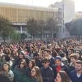 Gli studenti in piazza per i diritti e la legalità.