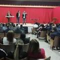 """Standing ovation nel carcere di Foggia per Francesco Cicchella. Le sue """"Mille voci""""conquistano -VIDEO E FOTO-"""