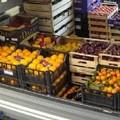 Una bancarella vendeva frutta, cocaina e hashish