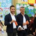 Zapponeta, il Sindaco regala 380 borracce agli studenti
