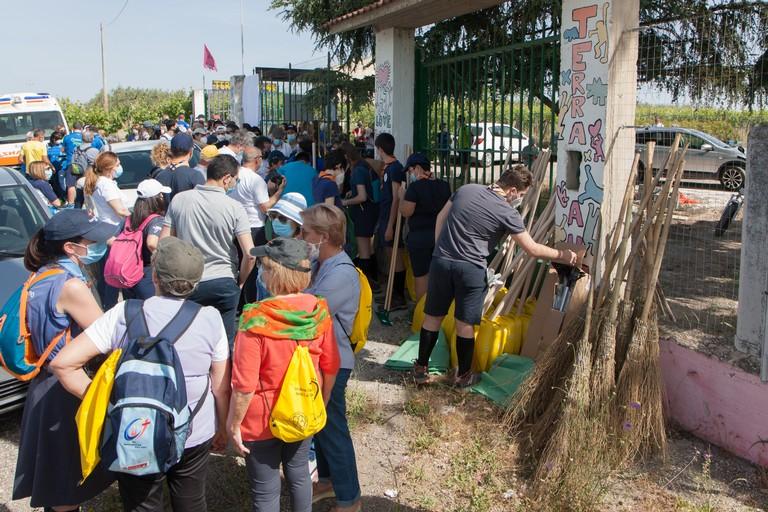 Uniti e puliti - distribuzione materiale per la pulizia. <span>Foto Vito Monopoli</span>