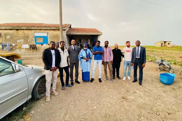 Ambasciatore nigerino e membri Caritas