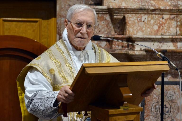 Fra Marciano Morra durante la celebrazione della messa. <span>Foto Teleradio Padre Pio</span>