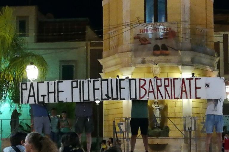 San Ferdinando di P. - Forza Nuova: O paghe più eque o saranno barricate!