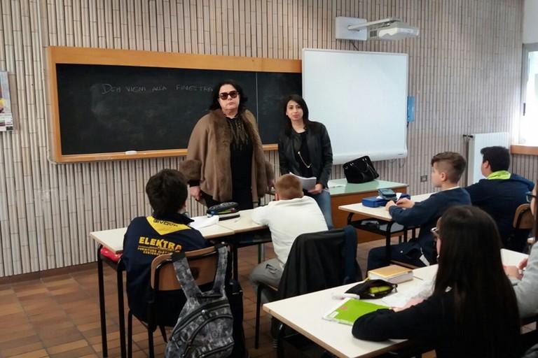 """""""I Giovani e l'opera"""", Valeria Ditommaso spiega l'opera nella scuola media """"P.Pio"""""""