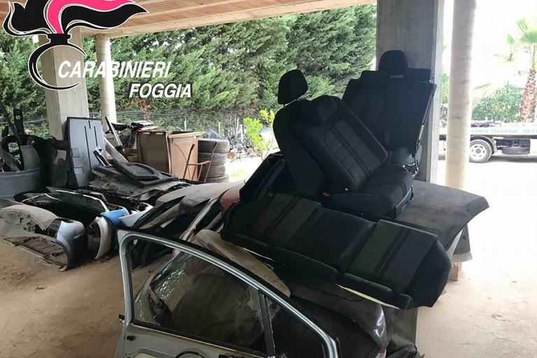 Cerignola: scoperta centrale di riciclaggio di auto rubate -FOTO-