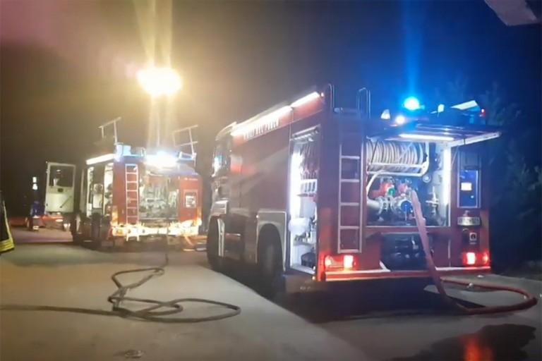 Incendio a Carapelle, distrutti capannoni e mezzi SIA