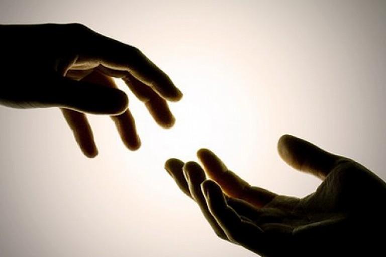 Incontro di mani