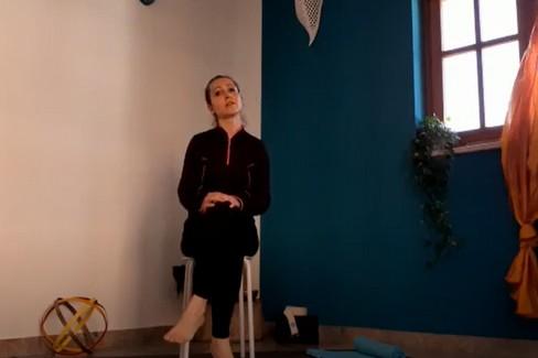 Alessandra Leone: Pratica yoga per il disturbo della cervicale