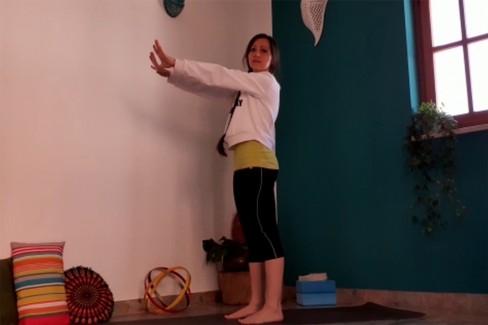 Alessandra Leone: Pratica yoga per il disturbo su su spalle, braccia e mani