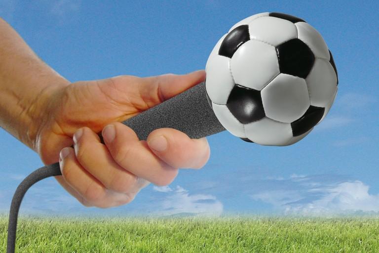 Microfono con pallone da calcio