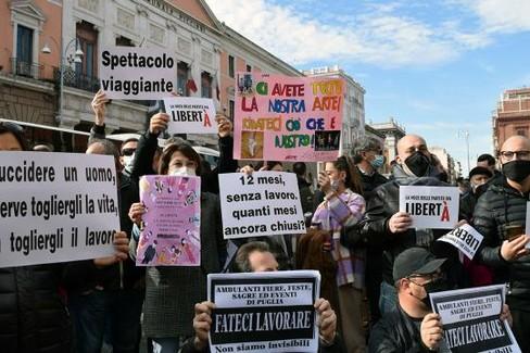 Proteste di ristoratori e artisti a Bari. <span>Foto Luca Turi su lagazzettadelmezzogiorno.it</span>
