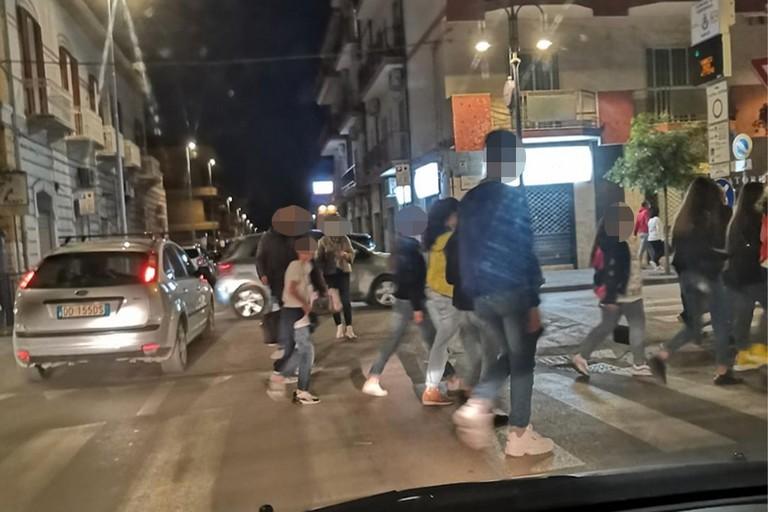 Ragazzini in  giro per Cerignola